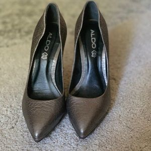 Aldo grey metallic heels